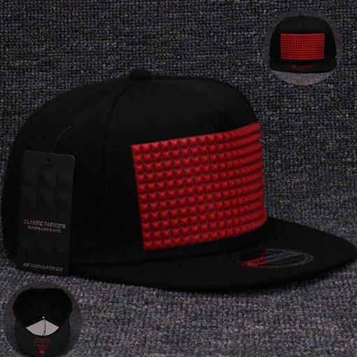 plein-de-gadget-casquette-snapback-pyramide-flex-noir-rouge