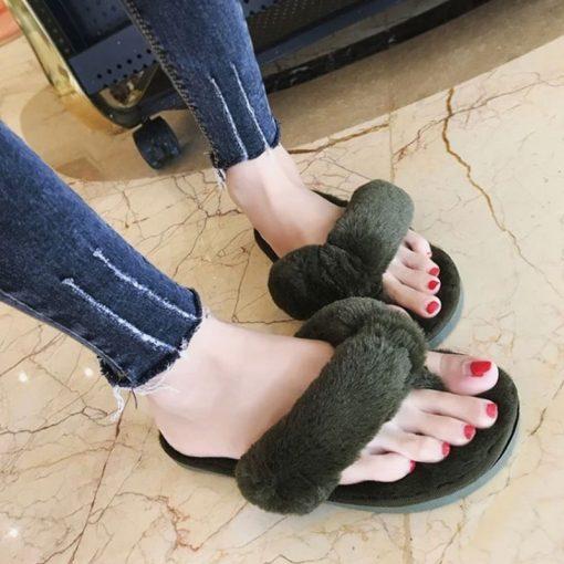 plein-de-gadget-claquettes-fourrure-vert-kaki